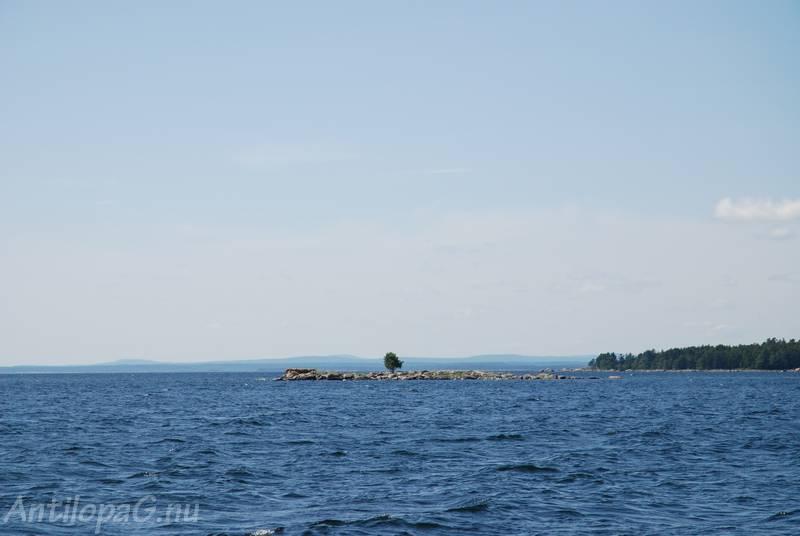 вид с моря на берег Швеции